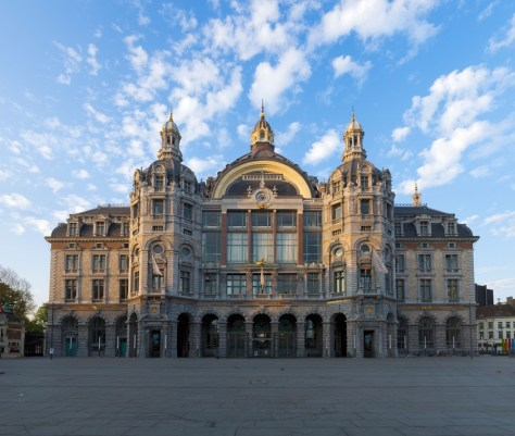 Image: Panorama of outside of Antwerp train station during the day in the morning