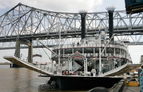Image: The steam powered sternwheeler American Queen