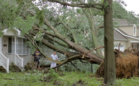 Image: Tree damages Delaware home