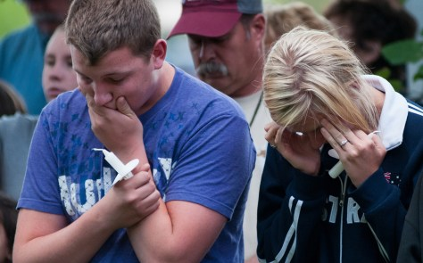 Image: Mourners at the memorial service for victims of the Reno air crash