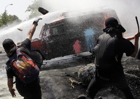 Image: Demonstrators clash with police in Santiago, Chile