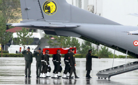 Image: Soldiers carry a coffin containing the body of a Turkish soldier
