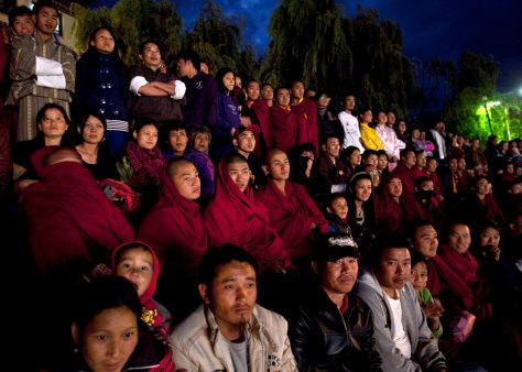 Image: Bhutanese watch a singing competition