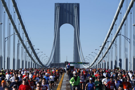 Image: Runners cross the Verrazano-Narrows B