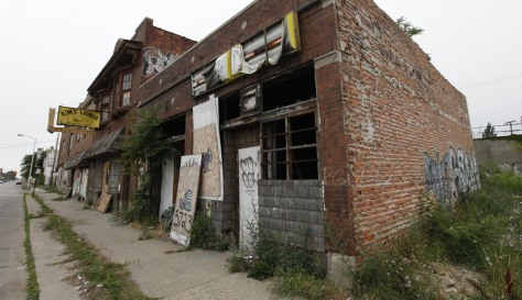 Image: Rundown storefronts in Detroit