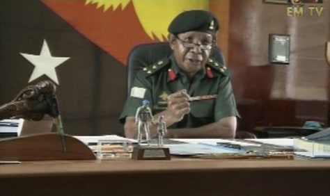 Image: Rebel commander Colonel Yaura Sasa speaking in Port Moresby