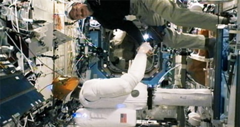 Image: Robot shakes astronaut's hand
