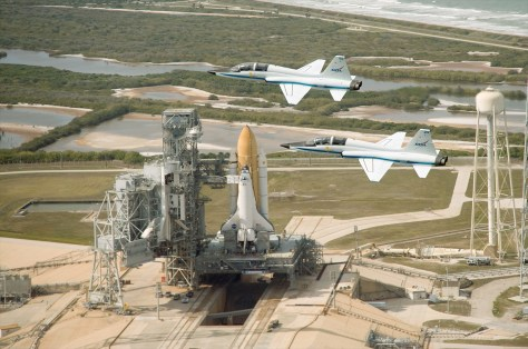 Image: NASA T-38 jets fly over space shuttle Endeavour