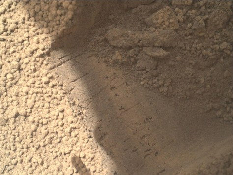 Image: Bright particles on Mars