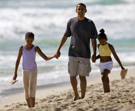 Image: Barack Obama, Maila Obama, Sasha Obama