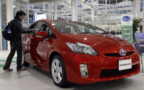 Image: Prius at showroom in Tokyo
