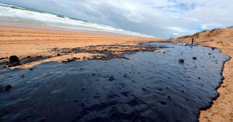Image: Oil slick on Australian beach