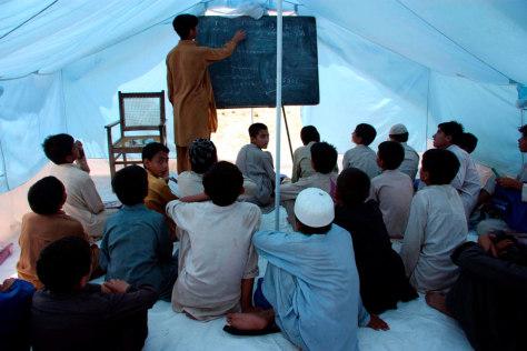 Image: UNHCR tent school