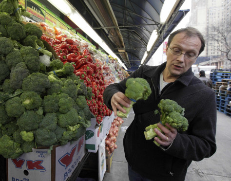Image: Bill Telepan buys produce