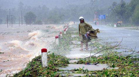 Image: Typhoon Ketsana hits Vietnam