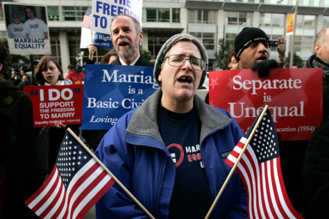 Image: Kreml sings with a group of same-sex marriage supporters outside the federal courthouse in San Francisco