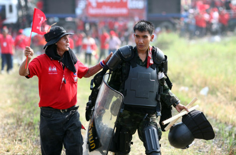 Image: Thai Red Shirts Clash With Soldiers In Bangkok