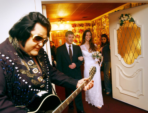 Wedding In Vegas.Vegas Wedding Chapels Deal With Love Recession Business Nbc News