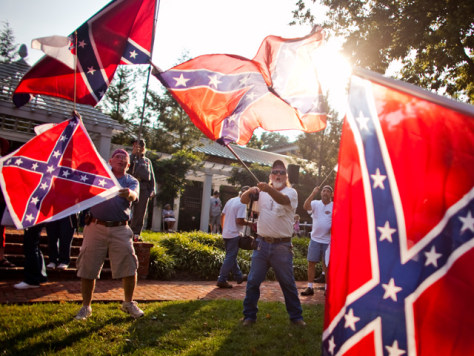 Image: Supporters of a Sons of Confederate Veterans rally wave flags