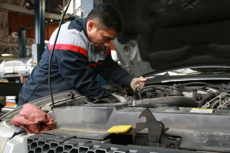 Image: Auto mechanic