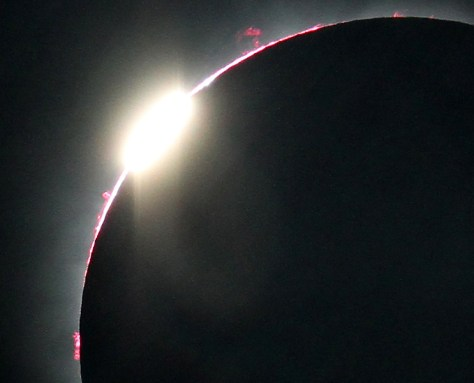 Image:This close-up view of the July 11, 2010, total solar eclipse's second diamond ring reveals a number of prominences as well as the pinkish layer of the sun's atmosphere called the chromosphere.