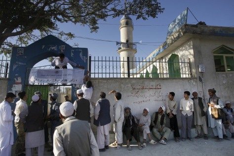 Image: Afghan voters line up to cast their ballots