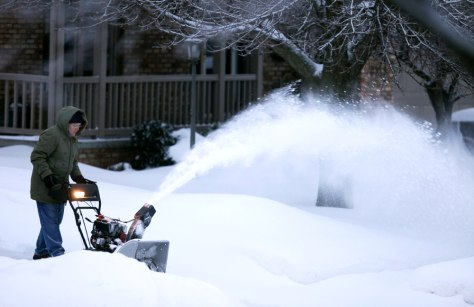 Image: People dig out from the storm in Des Moines, Iowa