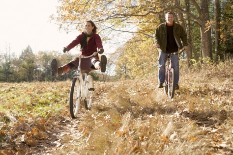 Image: Couple bicycling
