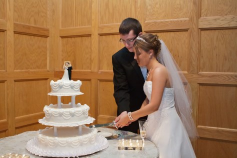 Image: Bride and groom cut their wedding cake