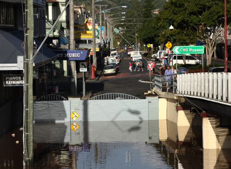 Image: Levee holds back water in Lismore