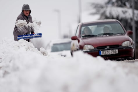 Image: German clears snow