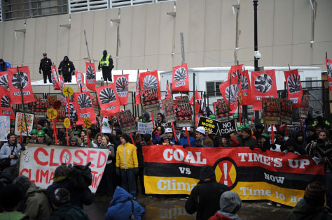 Image: Protesters outside coal-fired power plant