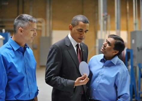 Image: Obama tours LED light factory