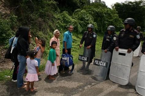 Image: Military road blockade in Honduras