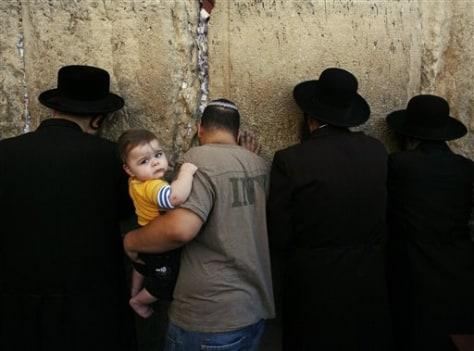 Image: Jewish man with child on Yom Kippur