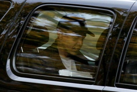 Image: Obama in car heading to gym