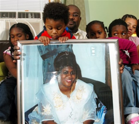 IMAGE: Family of Mamie Manneh