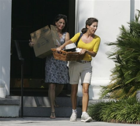 Image: Friend helps Jenny Sanford moves out of home