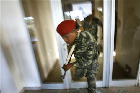 Image: Soldiers in presidential palace in Madagascar