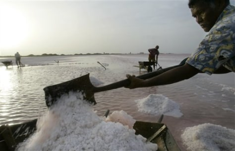 IMAGE: SALT WORKER IN VENEZUELAN TOWN