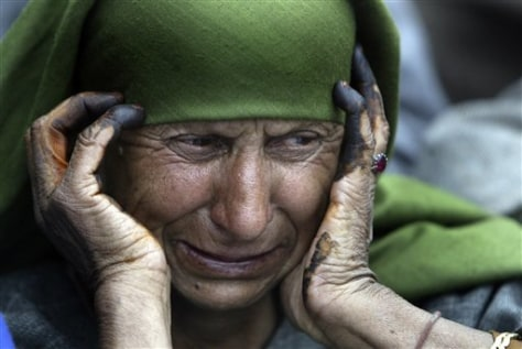 Image: A Kashmiri woman grieves during a funeral