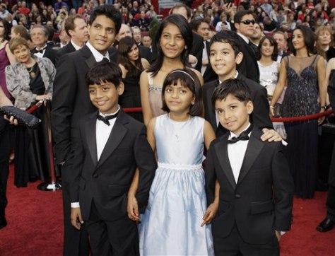 """Image: Youngest stars of """"Slumdog Millionaire"""""""