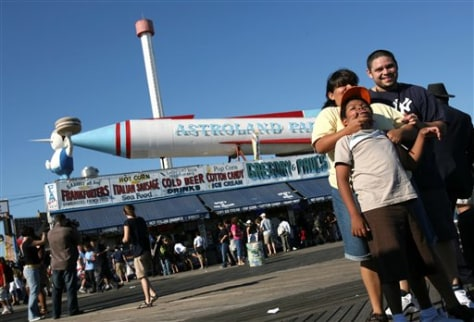 Image: Family at Coney Island Astroland Park