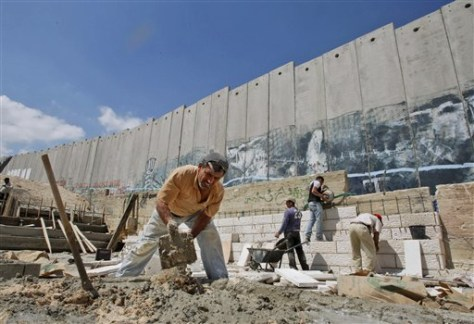 Image: Palestinians building stage for pope