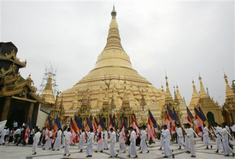IMAGE: BUDDHISTS AT PAGODA