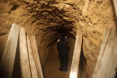 Image: Border tunnel