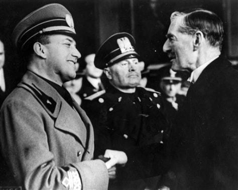 Image: Benito Mussolini, center