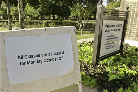 Image: Sign showing canceled classes