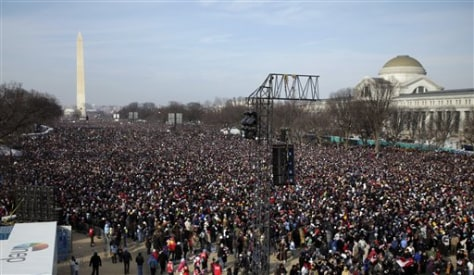 Image: Bundled-up crowd