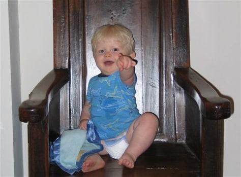 Image: Gesturing toddlers